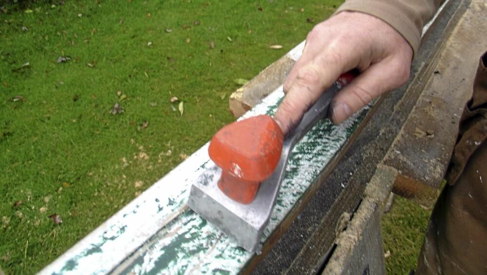 Skrap: Dra over med en malingskrape.