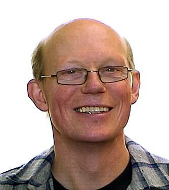 TRYGG BYGGEPROSESS: Anders Kirkhus, seniorrådgiver i SINTEF Byggforsk peker på at byggeprosessen er tryggere med modulhus enn plassbygde hus.