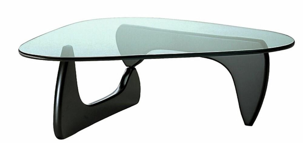 MØBELIKON: Glassbordet Coffee Table designet av Isamu Noguchi i 1944 er for lengst blitt en klassiker.