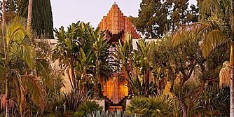 LIGNER ET TEMPEL: Arkitekturen er inspirert av mayakulturen.