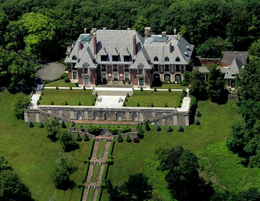 STASELIG: Dette huset ble bygget av en styrtrik aksjemegler som ville at alt skulle være størst og dyrest.