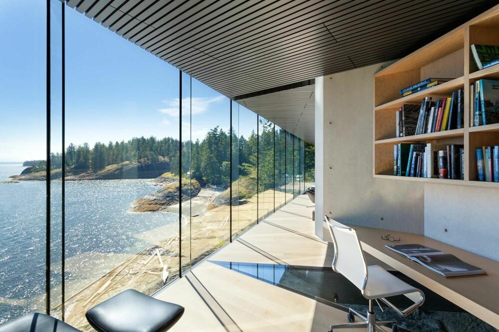 ARBEIDSRO: En slik arbeidsplass bør gi den ro man trenger. (FOTO: James Dow/Patkau architects)
