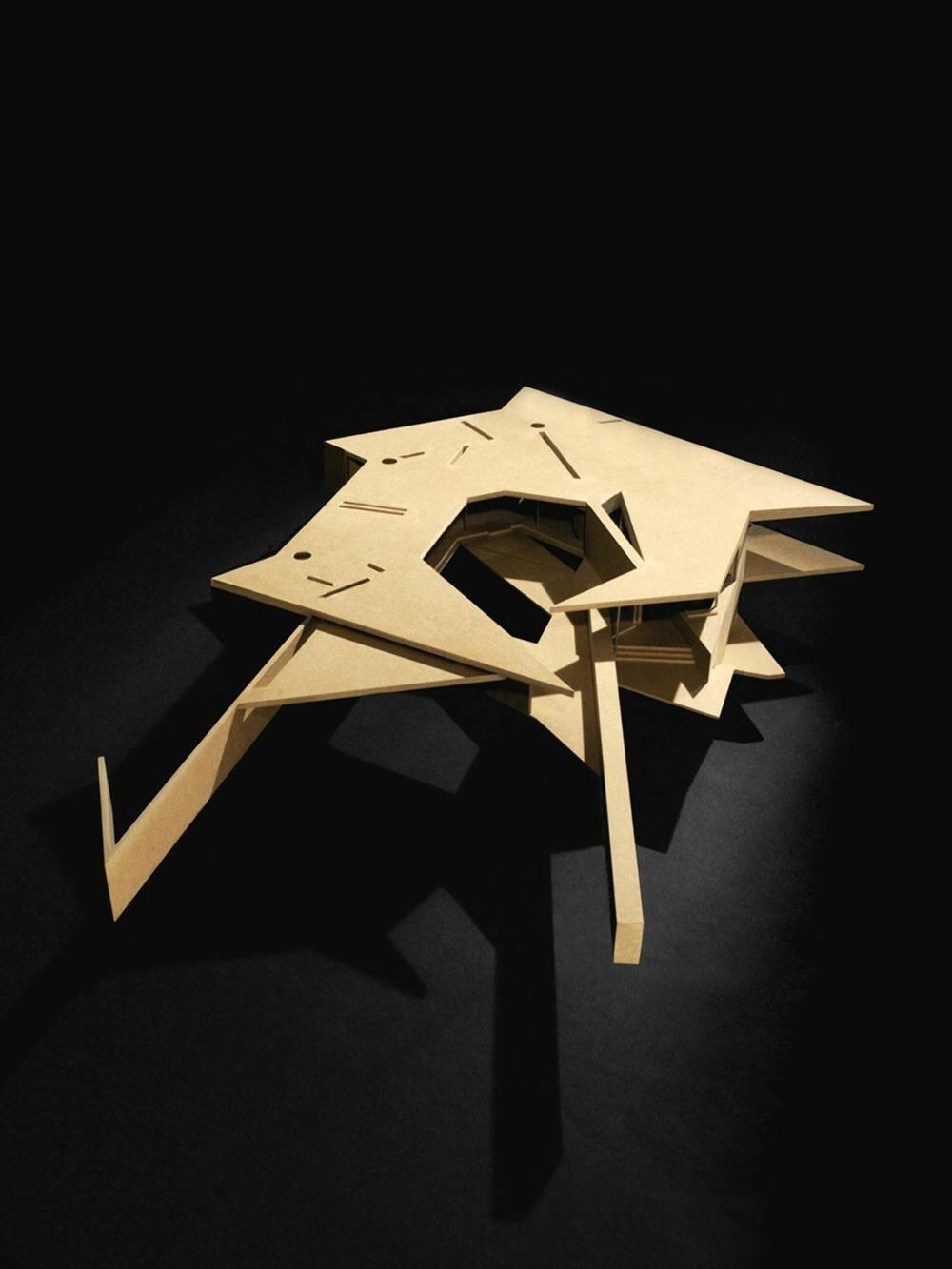 ASYMMETRI: Modellen av huset viser en bygningskropp som har alt annet enn den tradisjonelle, rektangulære bygningsformen. Og det gir arkitekturen en ekstra dimensjon. (FOTO: James Dow/Patkau architects)