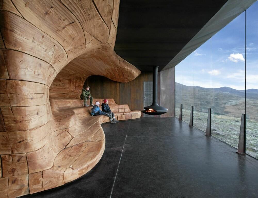 NATURLIG SAMSPILL: Forholdet mellom natur, kultur og det mytiske fjelllandskapet på Dovre står både sentralt i Villreinsenterets formidlingsprogram og danner basis for byggets arkitektoniske idé.