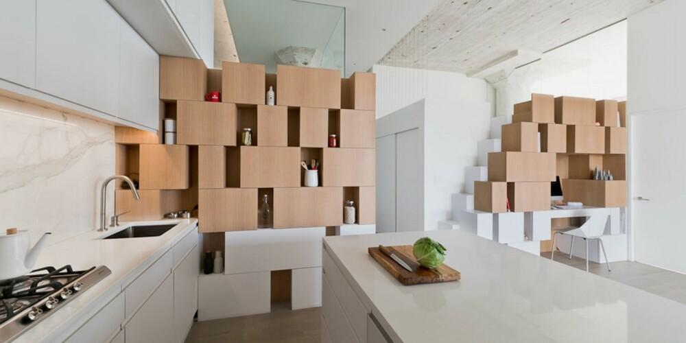 RESULTATET: Loftslokalet ble strippet og den massive betongkonstruksjonen kom til syne. Men i stedet for en tradisjonell romdeling med vegger, ble rommene fylt med asymetriske bokser og skap.