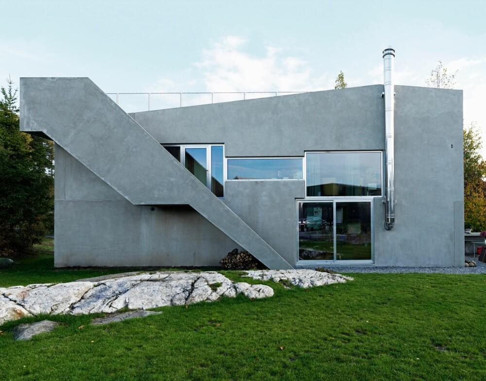 ASYMMETRISK: Vinduene og dørenes plassering understreker betongelementenes asymmetriske form.