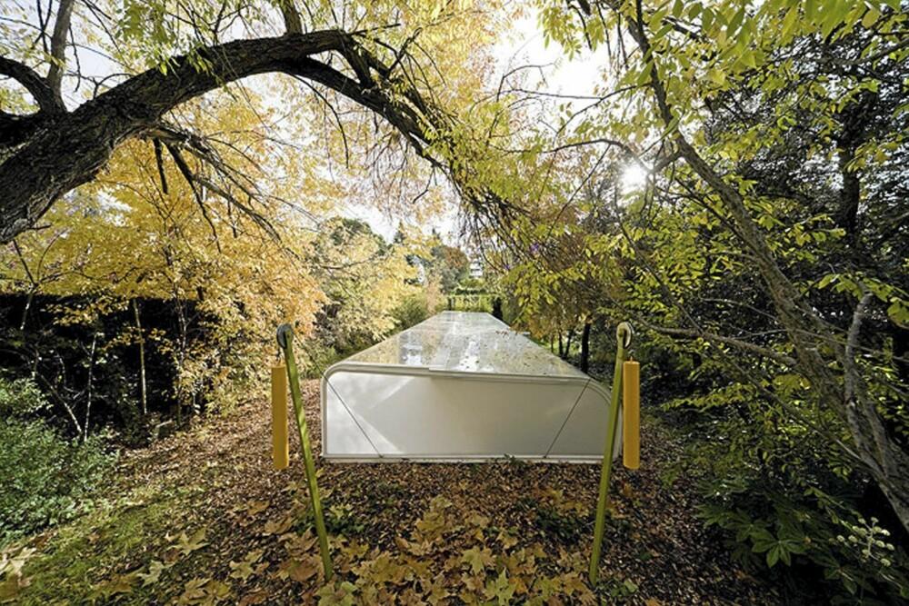 SKJULT: Arkitektkontoret til de spanske arkitektene er delvis skjult av trær og terreng.