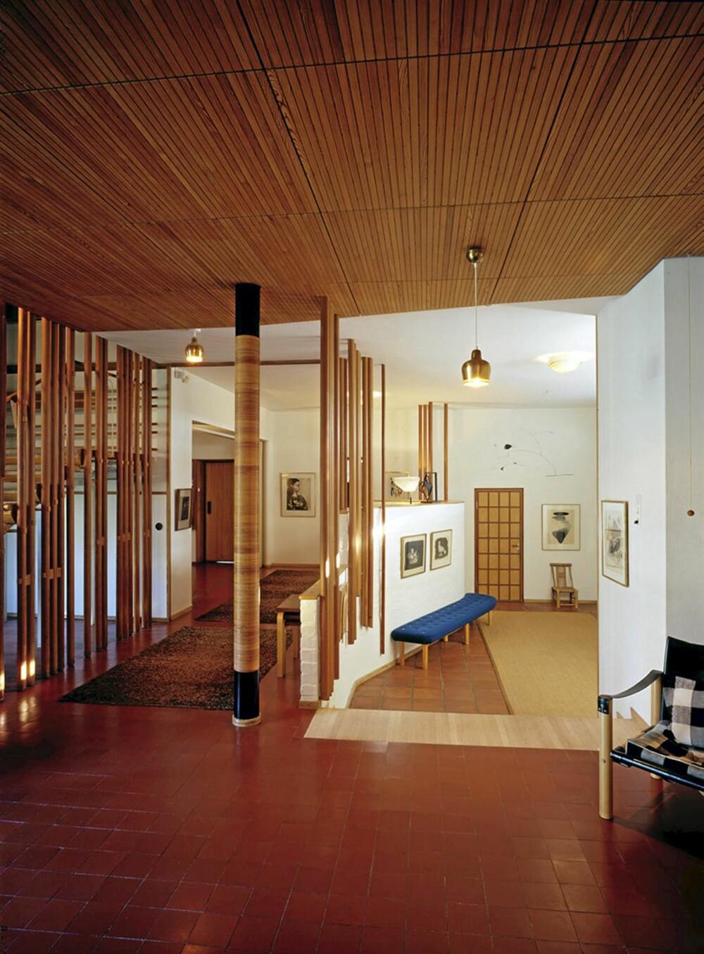 FINNER ELSKER SKOGEN: Treverk er vesentlige innslag i både møbler bygninger signert Alvar Aalto.