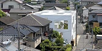 BLIKKFANG: Det uthulte huset ser nesten ut som en sveitserost, og skiller seg godt ut i nabolaget.