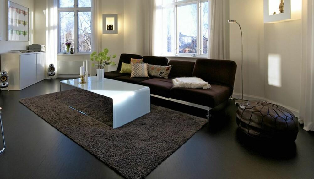 DEN NYE TRENDEN: Sorte gulv er den nye trenden i interiøret. Interiørarkitekt MNIL Cathrine Vonholm.