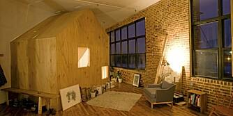 ÅPENT OG PRIVAT: Designeren ønsket å bevare den luftige følelsen fra fabrikken kombinert med private rom for avslapning.