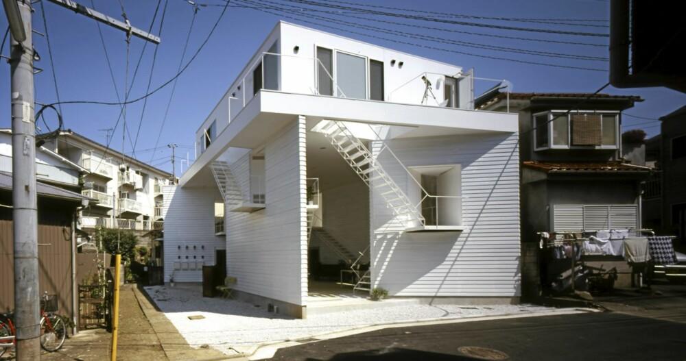 TETT MED HUS: Boligkomplekset ligger i et område med mange trehus tett i tett.