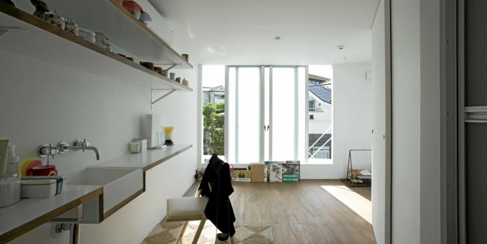 SPARSOMT: De små ett-romsleilighetene er sparsomt, men effektivt innredet.