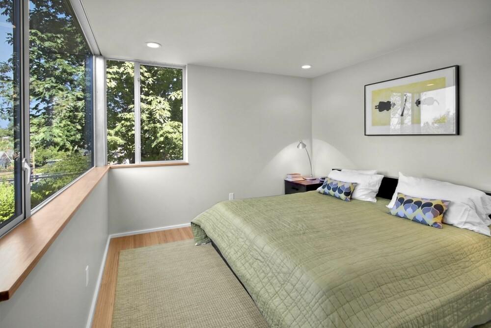 """FORELDRESOVEROM: i det nye tilbygget har foreldrene fått et nytt soverom. De kaller det """"et rom i trærne"""""""