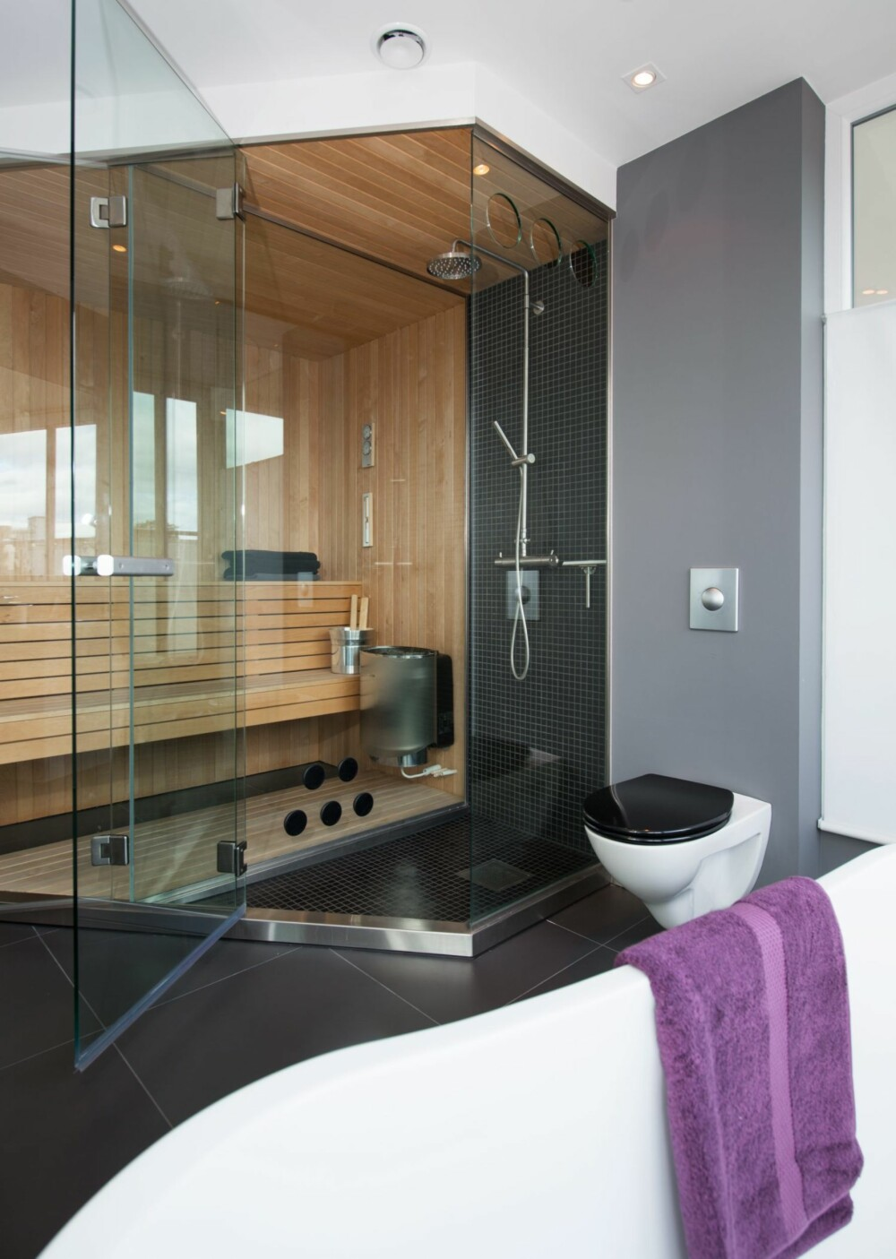 BADSTUE: Badet inneholder også en badstue som er bygget på stedet av Miljø-Bygg.