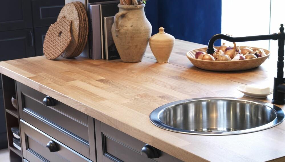 BYTTE BENKEPLATE: Å bytte benkeplate på kjøkkenet kan være fort gjort dersom du har rette linjer.