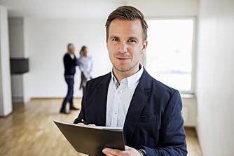 SELGE BOLIG SELV: Forbrukerrådet mener flere bør selge boligen sin selv. Men det er visse ting du bør passe på, som å sette deg inn i prisnivået i nærområdet.