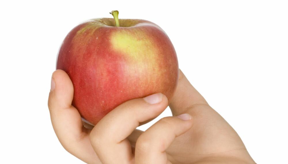 DREPER BLOMSTENE: Enkelte typer frukt inneholder etylen, noe som kan gi blomstene kortere levetid.