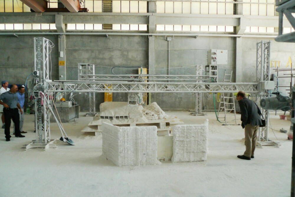MODUL: Denne materialblokken veier 1,5 tonn, og er produsert av simulert månestein som har gått gjennom en 3D-printer.