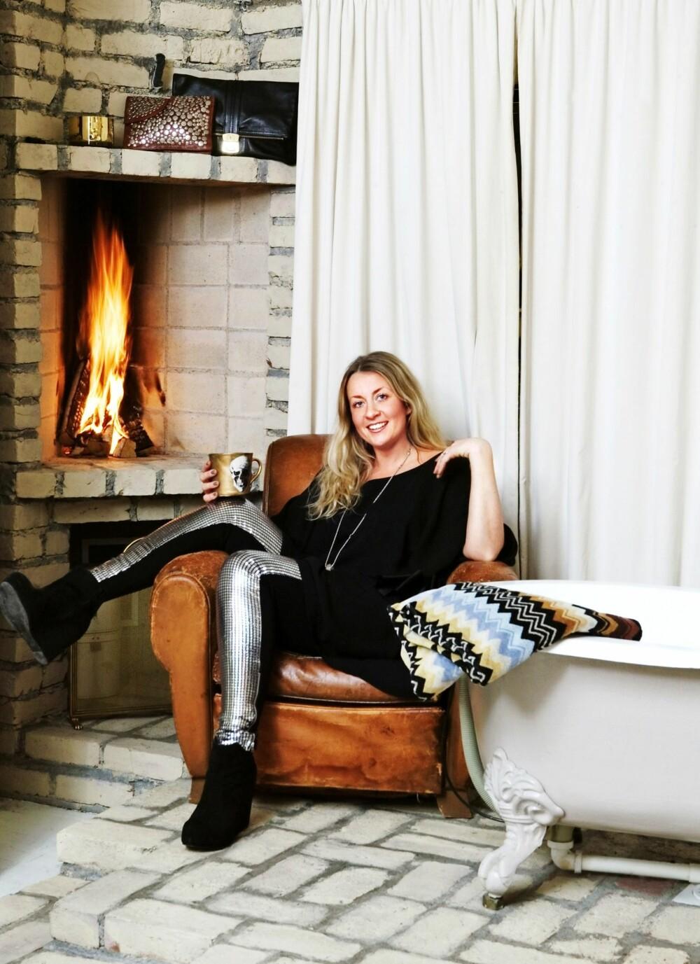 PÅ BADET: Camilla Berntsen, eier av interiørbutikken Milla Boutique, hadde peis på badet i sin gamle bolig, for en luksus!