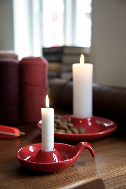 FULL PAKKE: Vinnerne får tre Illuminastaker i fargen rød til en verdi av 750 kr hver.