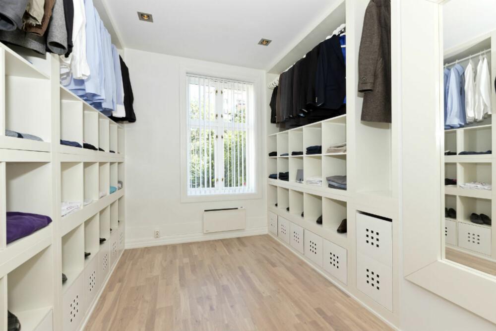 WALKINCLOSET: Av Expedit-hyller lagde Peik Helly-Hansen et walk-in closet akkurat slik han ønsket.