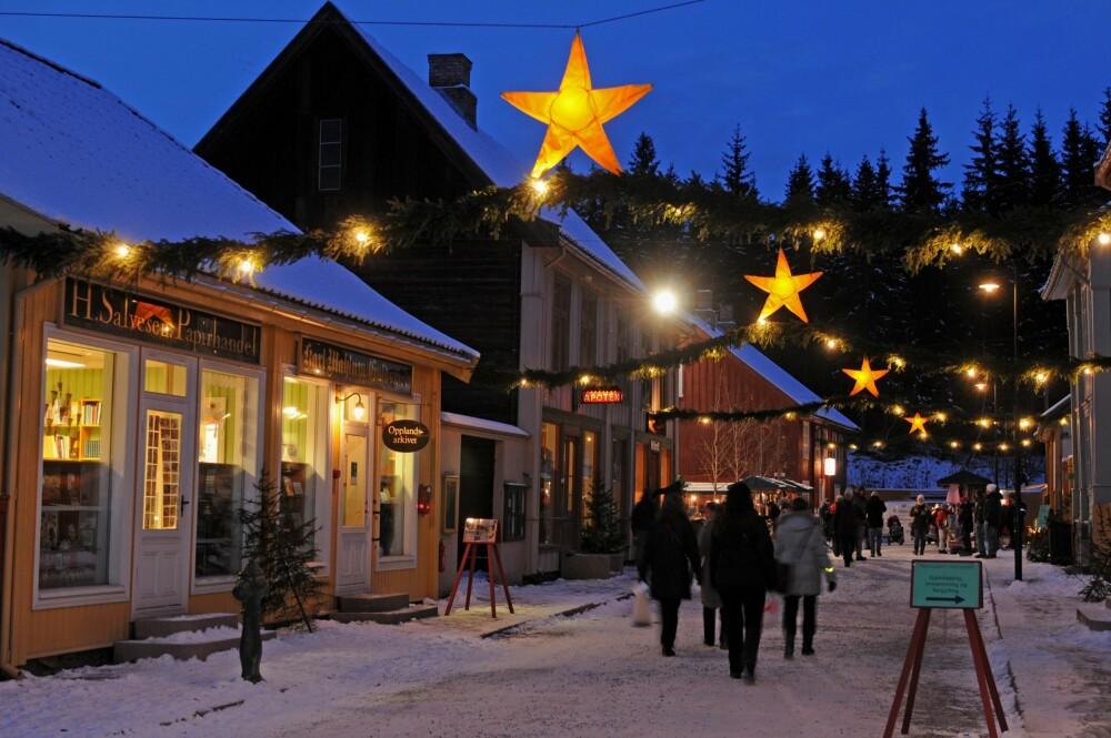 JULEMARKEDER I NORGE: Maihaugen på Lillehammer kan by på hyggelig førjulsstemning i historiske omgivelser.