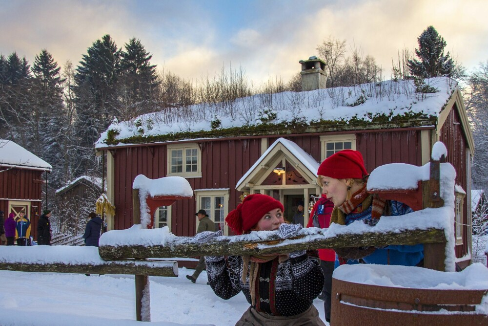 JULEMARKED I NORGE: Under Jul igjen våkner museumshusene på Stiklestad til liv og jula forberedes i alle tun.