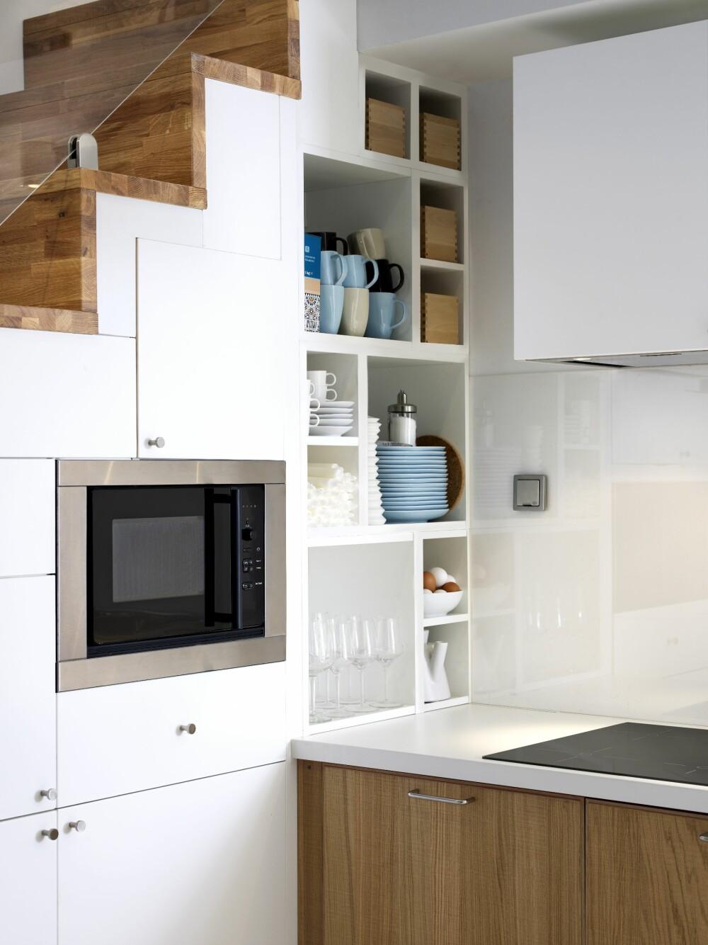 KJØKKEN UNDER TRAPPA: For maksimal plassutnyttelse kan du rett og slett plassere kjøkkenet under trappa.
