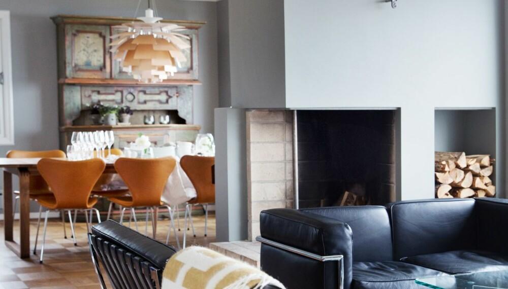 PUSSE OPP HUS FRA 60-TALLET: Peisen er helsparklet og malt i en grågrønn farge som Cathrine har blandet selv, i likhet med alle malte flater i huset.