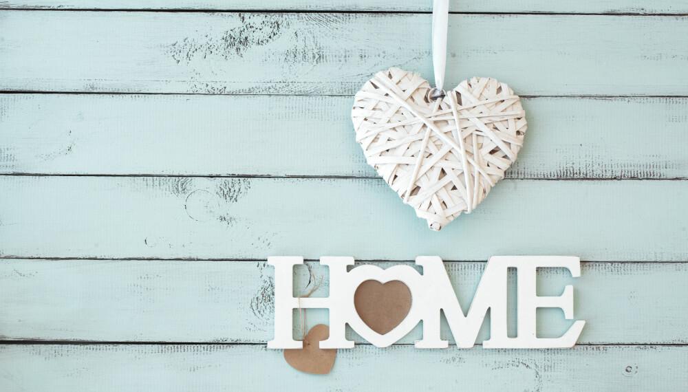 """UT: Å ha tekster som """"Home"""" på puter, vegger og interiør er ut."""