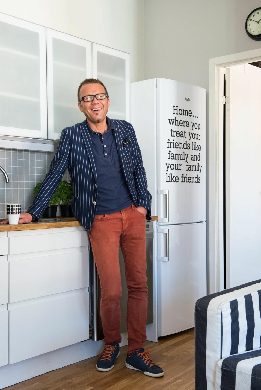 PÅ BUDSJETT: Da Bernt innredet på lavbudsjett, var det en selvfølge å beholde HTH-kjøkkenet slik det var. I tillegg supplementerte han med nye overskap fra Ikea.