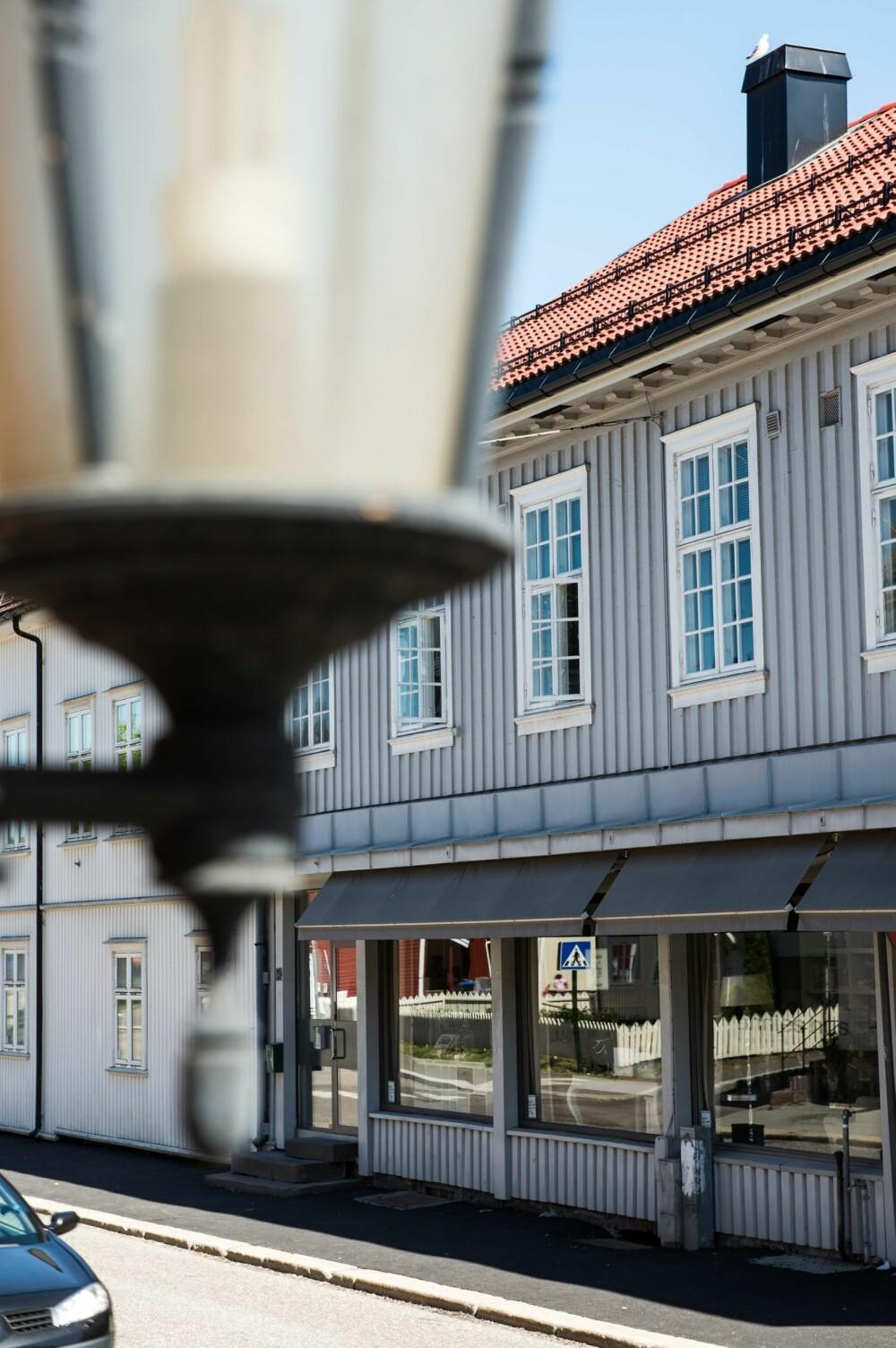 MIDT I BYEN: Den lille fritidsleilighet på 44 kvm ligger midt i Tønsberg sentrum.