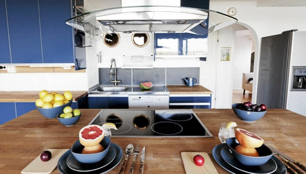 FRUKT OVERALT: Skåler og boller med frisk frukt er omhyggelig plassert på kjøkkenet.