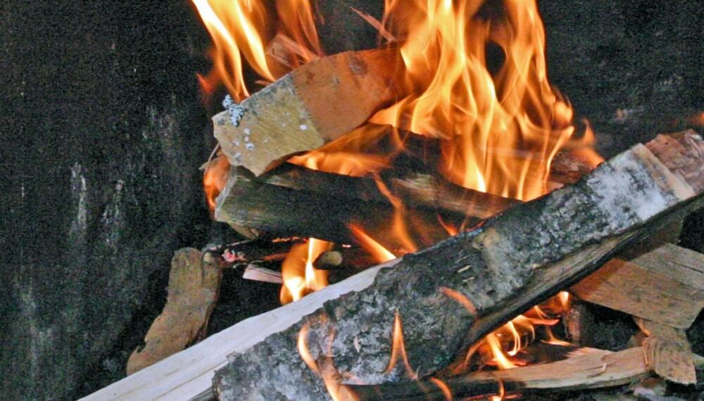 OPPTENNING: Vi har testet tennbriketter for opptenning. Vinneren produserte mest varme samtidig som som den også var rimeligst.