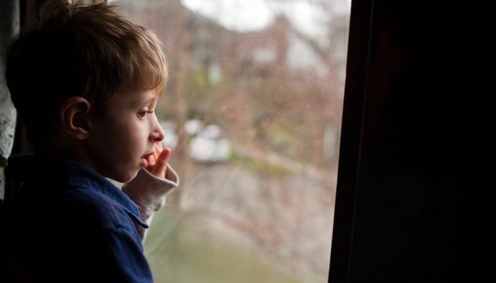 LURER: Hva skal man si når femåringen lurer på hvorfor bestefar aldri dukker opp og vil finne på noe?