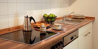 ARBEID: I tillegg til å være boligens kanskje viktigste arbeidsflate, så skal også en benkeplate ha estetiske kvaliteter.