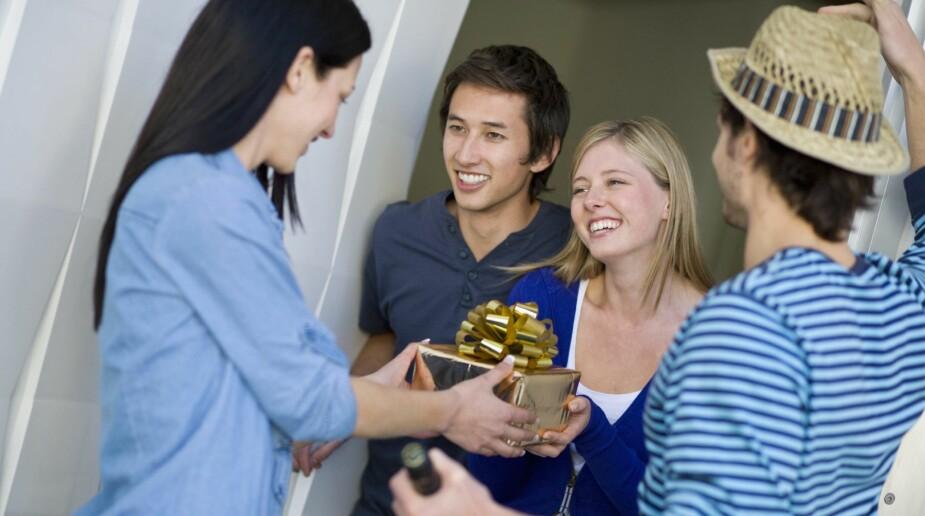 HUSK GAVE: Vertskapsgave er alltid hyggelig å gi når man kommer på besøk til noen, og veldig hyggelig å få!