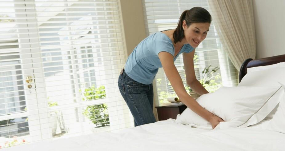 IKKE GLEM DETTE: Å re opp sengen når du er gjest hos noen er både høflig og hyggelig å gjøre.