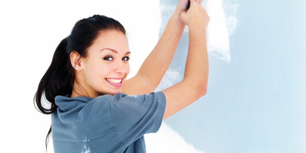 VÆR KJAPP: Maling tørker raskt på veggen, så skal du ha penest mulig finsih, lønner det seg ikke å ta mange og lange pauser fra malingen.