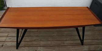 ETTER VASK: Bordet, mens det ennå er fuktig etter vasken. Omtrent slik ville det sett ut med en nøytral olje.