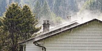 TETT HUS: Sørg for at regnvann renner bort fra husveggene.