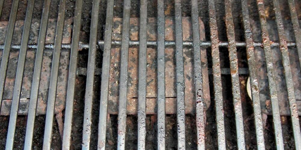 PASS PÅ: Du får mye igjen for å rengjøre, og smøre inn, grillen jevnlig.