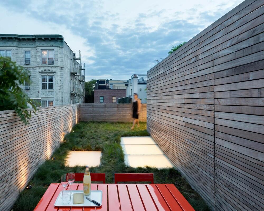 BLOMSTERENG: Denne familien ville at takterrassen skulle føles som en blomstereng. FOTO: Lubrano Ciavarra Architects/Chris Cooper Photographer