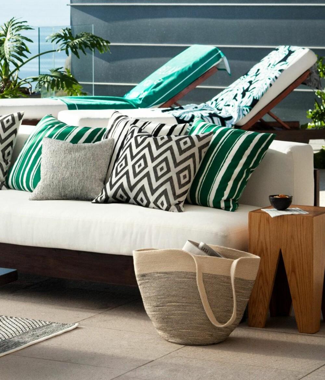 MØNSTER: Grafiske mønstre som striper og sikksakkmønster er fortsatt i vinden. FOTO: H&M Home.
