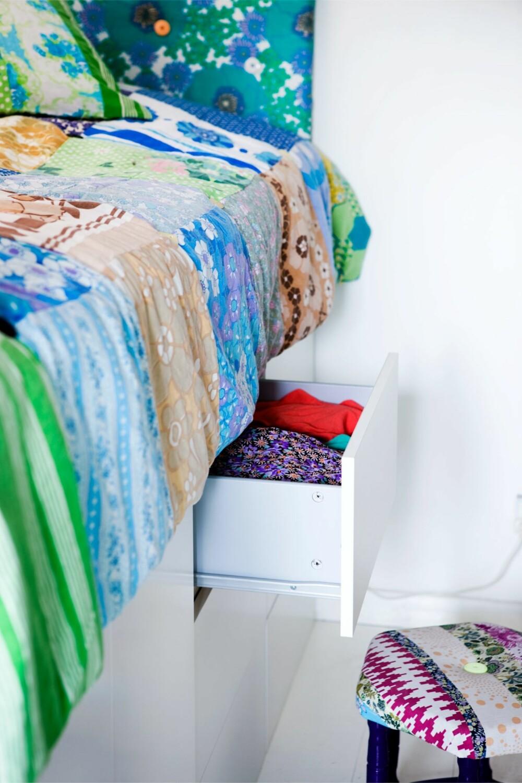 TENK SMART: Oppbevaringsplass er det vanskelig å få nok av. Utnytt plassen under sengen.