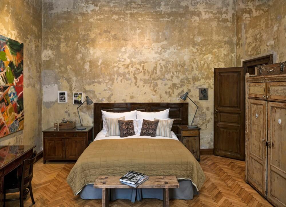 HOTELL PÅ SOVEROMMET: La deg inspirere av Hotel Brodys slitte vegger og eikegulv.