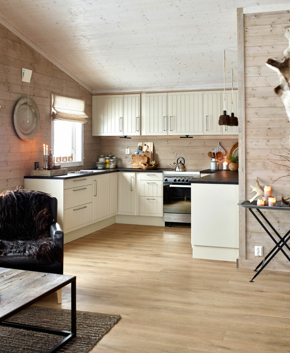 STORT OG LYST: Det nye kjøkkenet er lysere og har mye mer oppbevaringsplass.