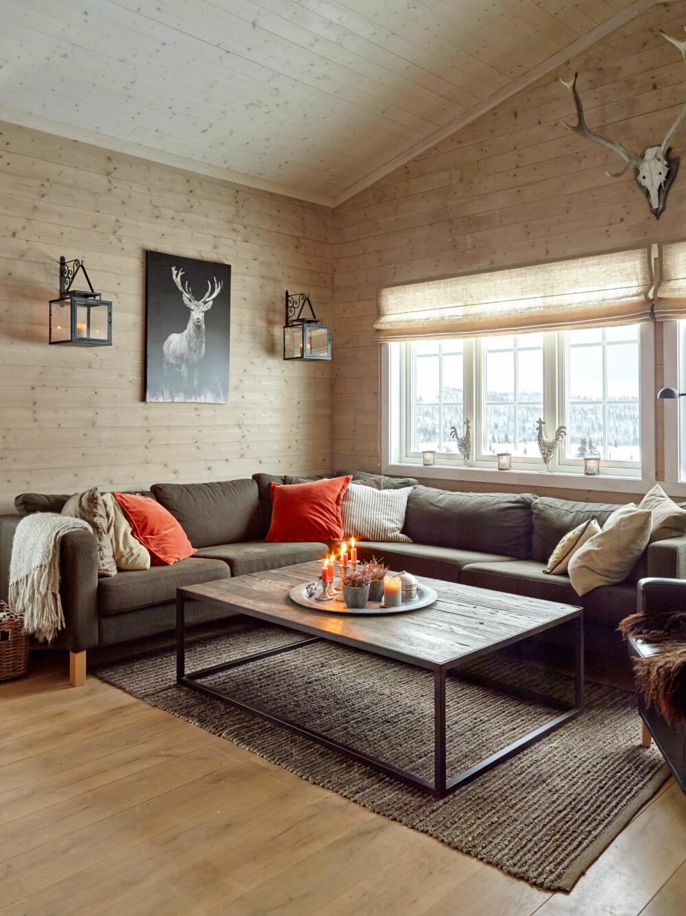 OPPDATERT: I tillegg til at de fikk nytt kjøkken, hems og flere soverom etter utbyggingen, benyttet de anledningen til å innføre en mer tidsriktig stil inne.