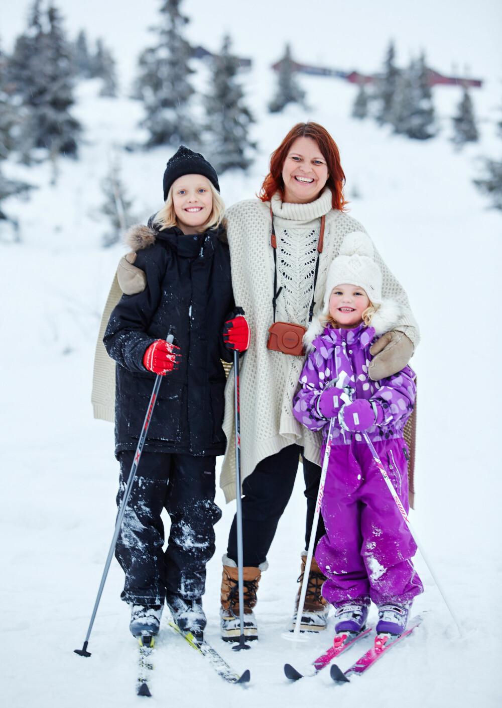 FAMILIEKOS: Hele familien trives på hytta på Gol. Skiturer og uteaktiviteter er stor stas.